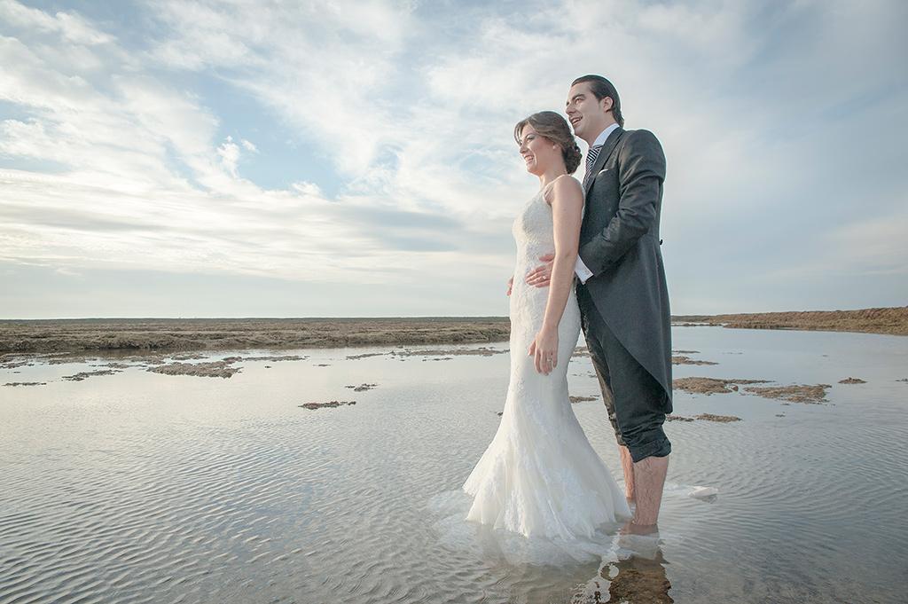 Postboda-novia-agua-playa-horizonte